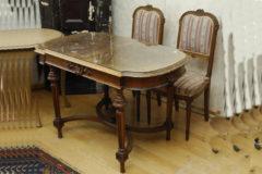 Louis tyyli 1800 loppu pöytä