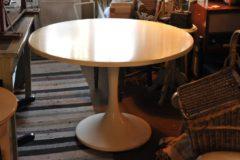 Pöytä pyöreä