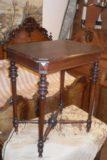 Pieni pöytä 1800 lukua