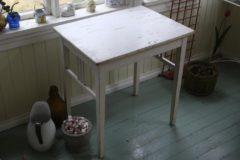 Valkoinen jugend pöytä
