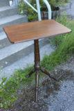 Vanha pieni pöytä