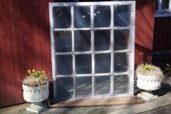 16 ruutuinen vanha ikkuna